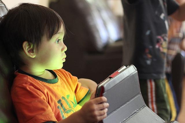Çocuğun gelişiminde teknolojik gereçlerinin kullanımı